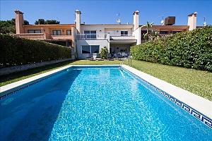 Delightful villa on the Costa Dorada just 100 meters from the beach, Six (+) Bedroom, 001