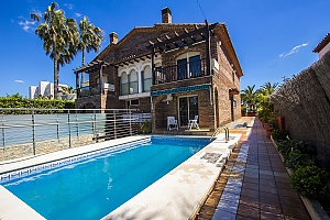 Alluring villa in Cambrils just steps away from the beaches of Costa Dorada, Three Bedroom, 001