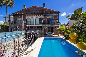 Alluring villa in Cambrils just steps away from the beaches of Costa Dorada, Three Bedroom, 003
