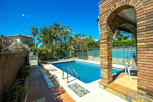 Alluring villa in Cambrils just steps away from the beaches of Costa Dorada, Vierzimmerwohnung (66386), 004
