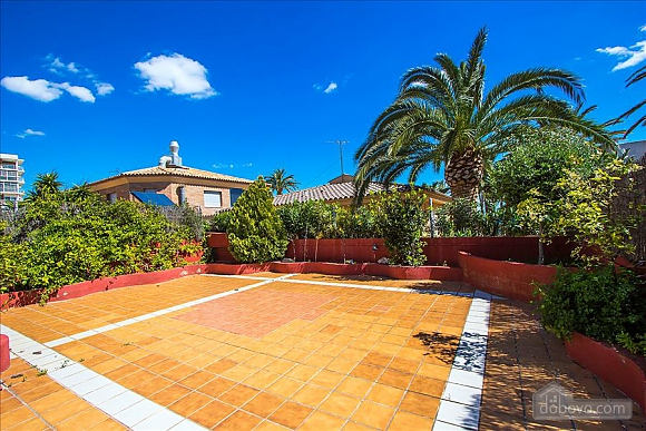 Alluring villa in Cambrils just steps away from the beaches of Costa Dorada, Vierzimmerwohnung (66386), 006