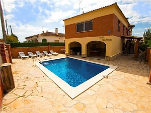 Awe-inspiring villa in Roda de Bara for 8 just a short distance of  the beaches of Costa Dorada, Three Bedroom, 001