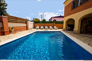 Awe-inspiring villa in Roda de Bara for 8 just a short distance of  the beaches of Costa Dorada, Three Bedroom, 002