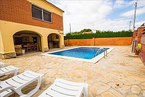 Awe-inspiring villa in Roda de Bara for 8 just a short distance of  the beaches of Costa Dorada, Three Bedroom, 003