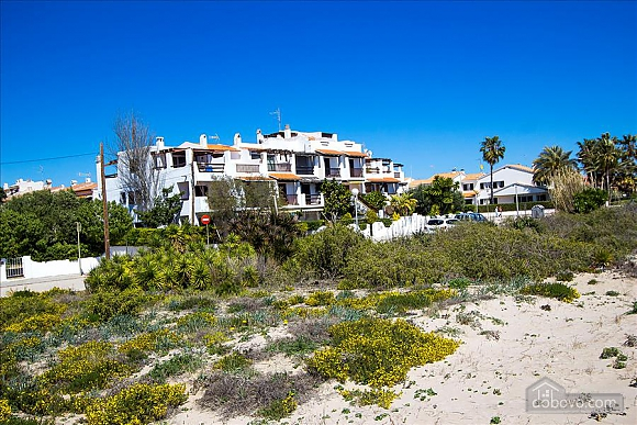 Glorious oceanfront house for 10 guests overlooking the beaches of Costa Dorada, Quattro Camere (16162), 002