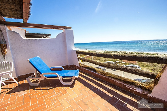 Glorious oceanfront house for 10 guests overlooking the beaches of Costa Dorada, Quattro Camere (16162), 010