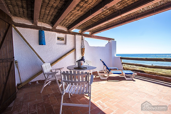 Glorious oceanfront house for 10 guests overlooking the beaches of Costa Dorada, Quattro Camere (16162), 011