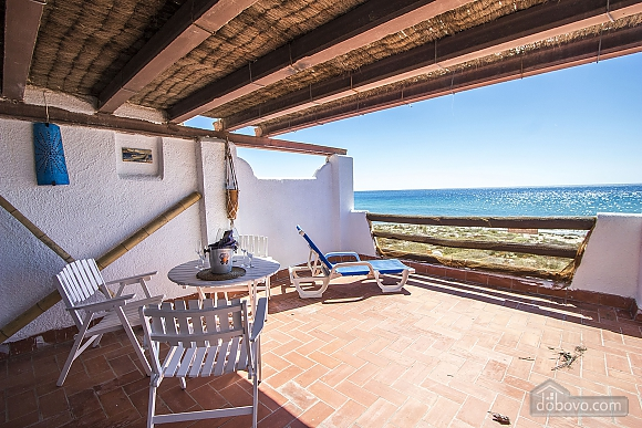 Glorious oceanfront house for 10 guests overlooking the beaches of Costa Dorada, Quattro Camere (16162), 015