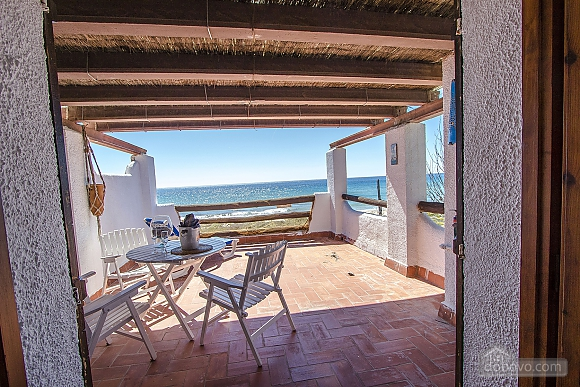 Glorious oceanfront house for 10 guests overlooking the beaches of Costa Dorada, Quattro Camere (16162), 016