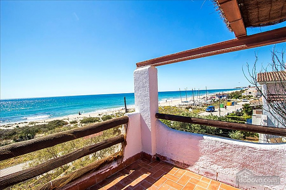 Glorious oceanfront house for 10 guests overlooking the beaches of Costa Dorada, Quattro Camere (16162), 017