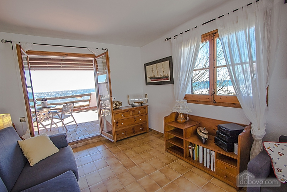 Glorious oceanfront house for 10 guests overlooking the beaches of Costa Dorada, Quattro Camere (16162), 021