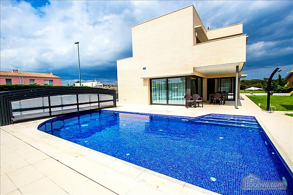 Spectacular villa in Riudellots just 10 km from Girona, Fünfzimmerwohnung (95405), 001