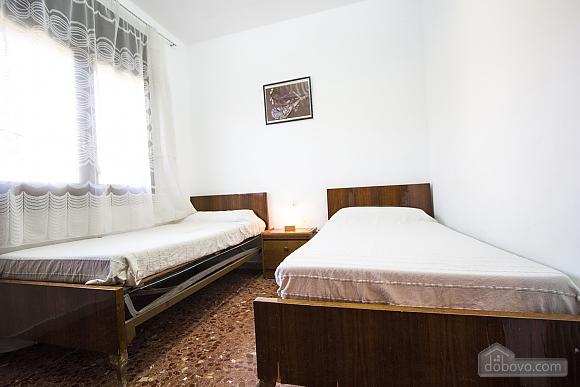 Arbrells, Trois chambres (80141), 023