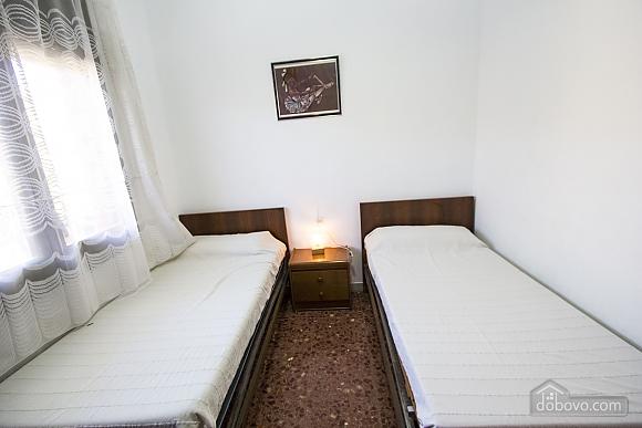 Arbrells, Trois chambres (80141), 024