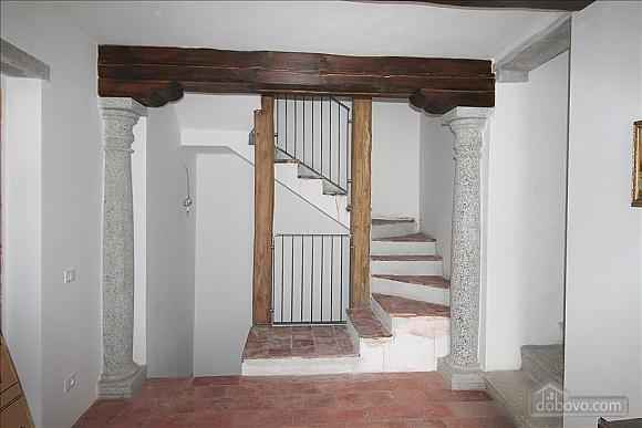 Luccio, Un chambre (35324), 012