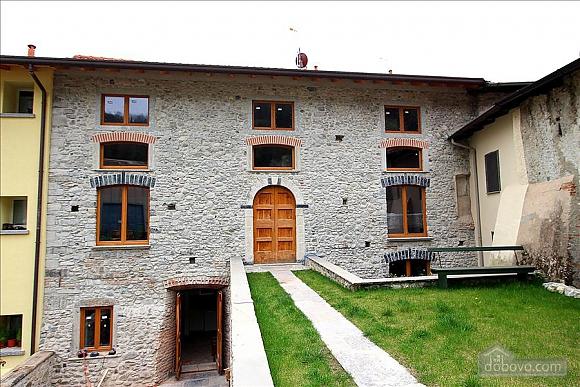 Luccio, Un chambre (35324), 013
