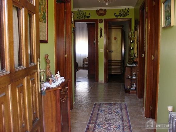 Cozy holiday home with sea views near the beach on Costa da Morte, Four Bedroom (16076), 006