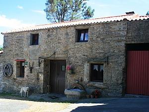 Живописный каменный дом в деревне недалеко от Коста-да-Морте, 4х-комнатная, 001