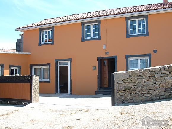 Cozy townhouse located in peaceful quiet village on Costa da Morte, Three Bedroom (99818), 001