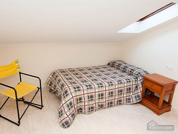 Lovely beachfront duplex on Isla de Arousa, Four Bedroom (14066), 010