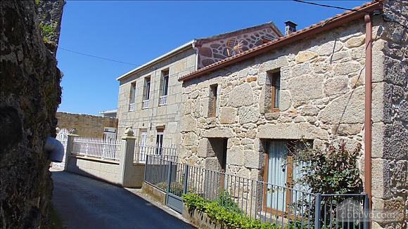Lovely stone house just 700m from the beach, Cinq chambres (20814), 002