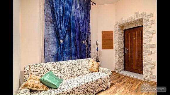 Квартира возле площади Рынок, 2х-комнатная (50422), 005