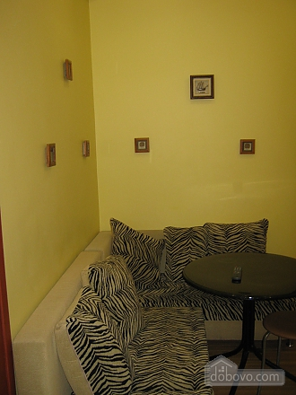 Квартира в центрі, 2-кімнатна (44037), 006