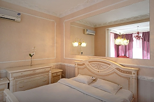 Designer spacious European apartment in the center of Kiev, One Bedroom, 004