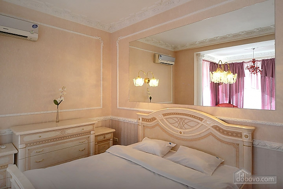 Designer spacious European apartment in the center of Kiev, One Bedroom (94637), 004