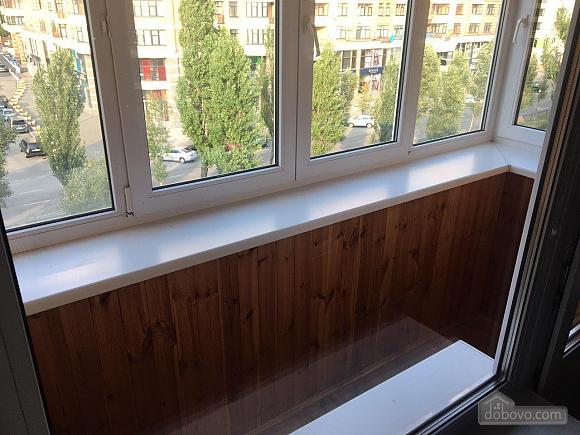 In the center of Kiev, Studio (72253), 007