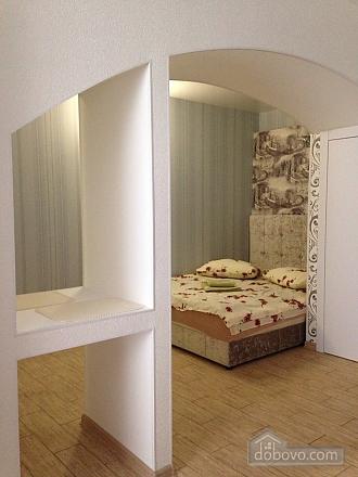 Studio at Troitska, Studio (57707), 010