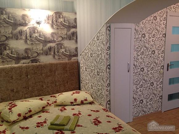 Studio at Troitska, Studio (57707), 011