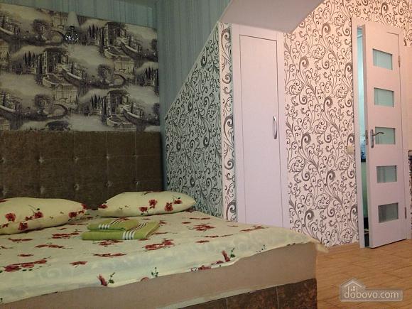 Studio at Troitska, Studio (57707), 001