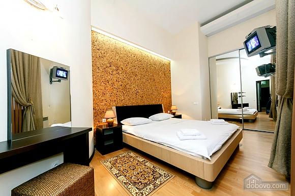 Квартира в центре города, 2х-комнатная (64646), 011