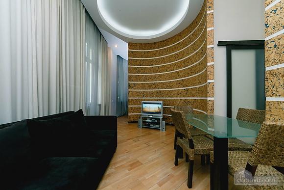 Квартира в центре города, 2х-комнатная (64646), 005