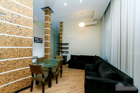 Квартира в центре города, 2х-комнатная (64646), 006