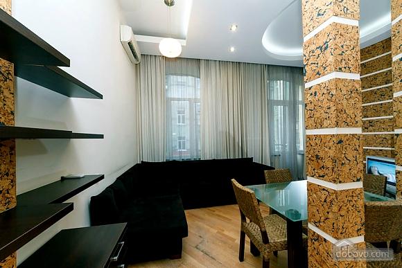 Квартира в центре города, 2х-комнатная (64646), 001