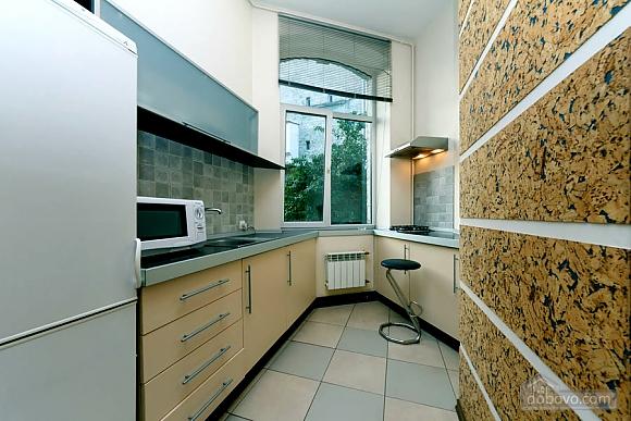 Квартира в центре города, 2х-комнатная (64646), 007