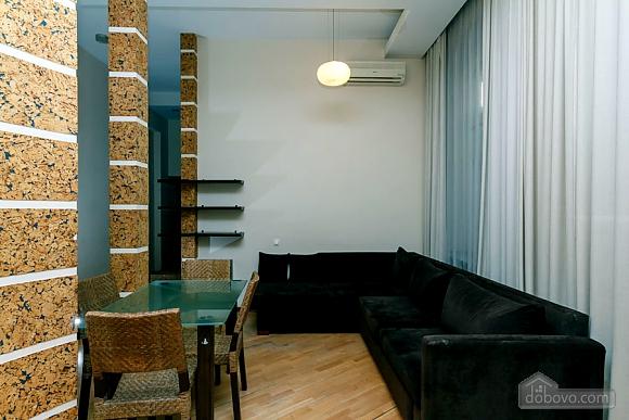 Квартира в центре города, 2х-комнатная (64646), 008
