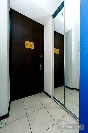 Квартира в центре города, 2х-комнатная (64646), 010