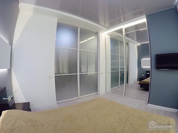 Апартаменти в 3 хвилинах від моря, 2-кімнатна (92761), 002