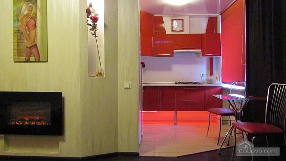 Квартира-студіо з дизайнерським ремонтом, 1-кімнатна (43100), 002