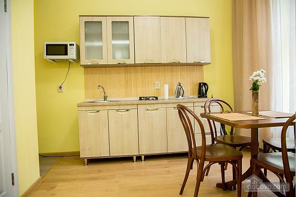 Затишні апартаменти біля площі Ринок, 1-кімнатна (52879), 004