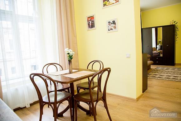 Затишні апартаменти біля площі Ринок, 1-кімнатна (52879), 007