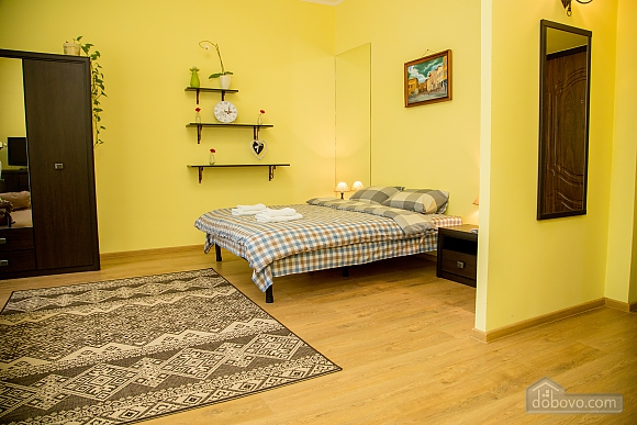 Затишні апартаменти біля площі Ринок, 1-кімнатна (52879), 010