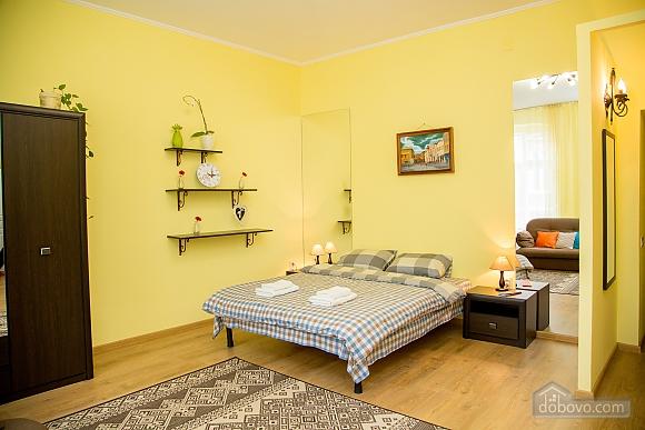 Затишні апартаменти біля площі Ринок, 1-кімнатна (52879), 011