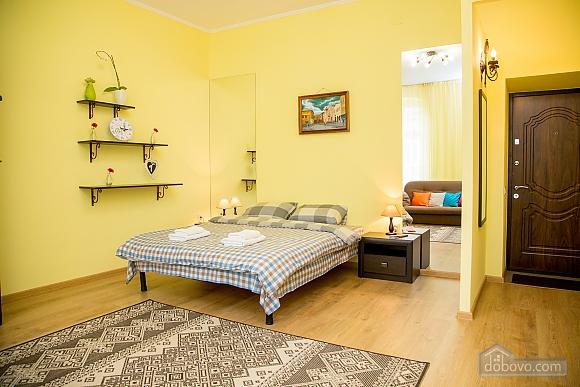 Затишні апартаменти біля площі Ринок, 1-кімнатна (52879), 013