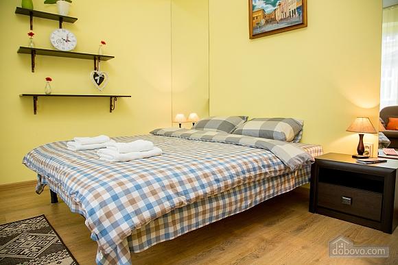 Затишні апартаменти біля площі Ринок, 1-кімнатна (52879), 018
