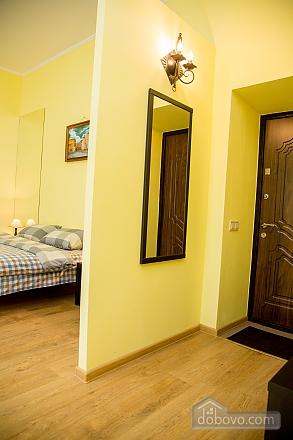 Затишні апартаменти біля площі Ринок, 1-кімнатна (52879), 025