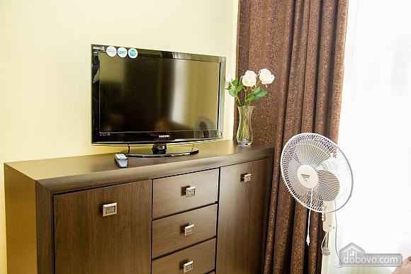 Затишні апартаменти біля площі Ринок, 1-кімнатна (52879), 034